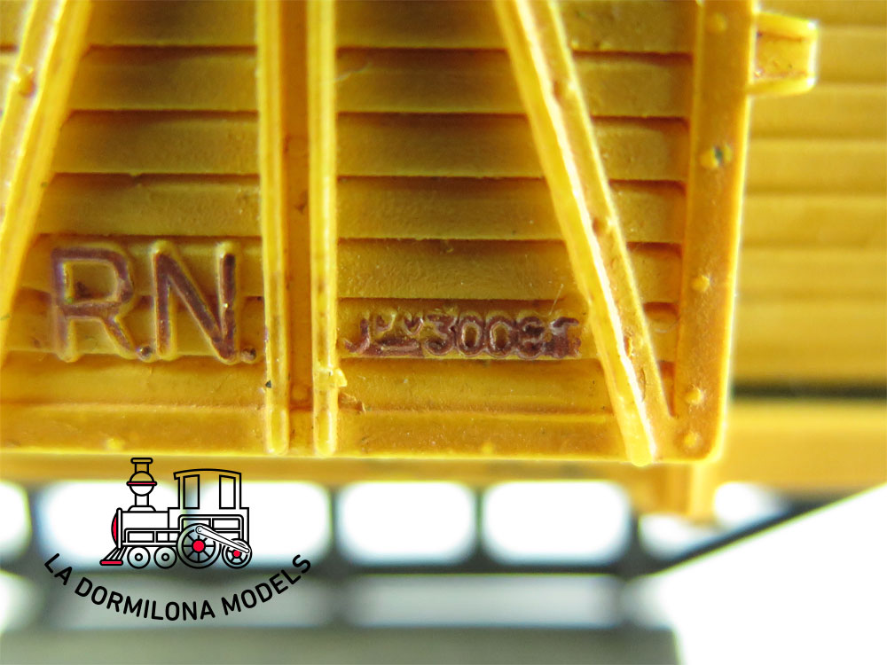 DG175 H0 =DC ELECTROTREN VAGÓN CERRADO REPINTADO JFV300817 RENFE S/C