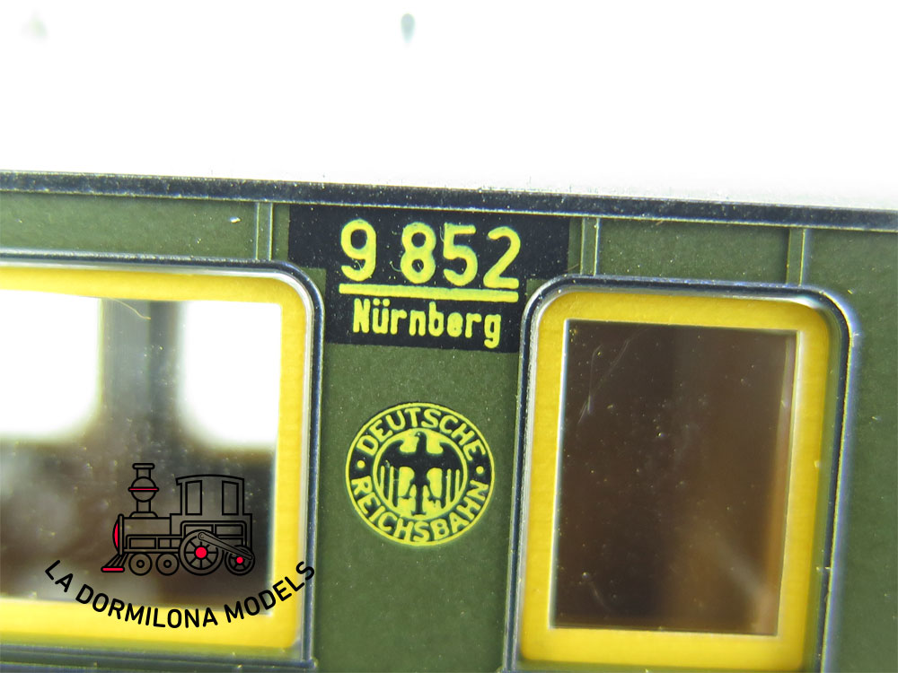 XA207 H0 =DC TRIX 23708 PERSONENWAGEN 3.Kl. 9852 der DRG - OVP