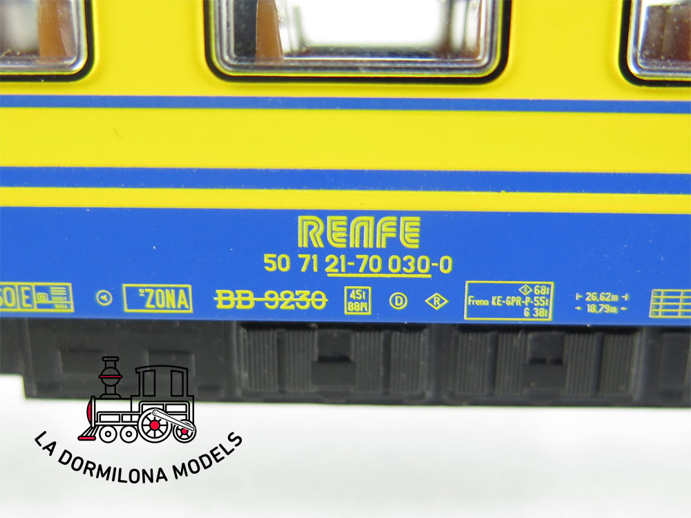 DA526 H0 =DC ROCO 45766 COCHE VIAJEROS ex BB 9230 NUEVA IMAGEN RENFE - S/C