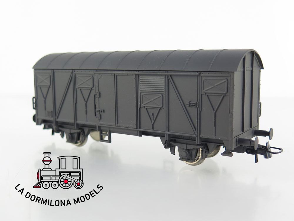 DM67 H0 =DC ROCO VAGON MERCANCIAS CERRADO GRIS RENFE (repintado)- S/C